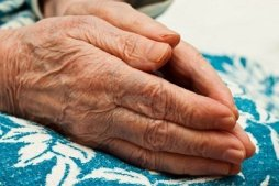 6024586-pair-of-hands-in-prayer-an-old-woman-on-her-knees